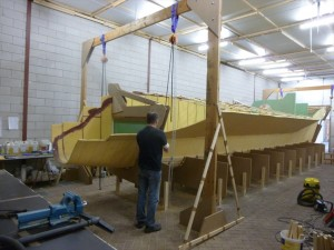 Tackles around the mold to lift and turn the hull
