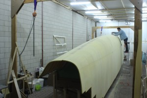 The keel in shape with eccentric sanding machine