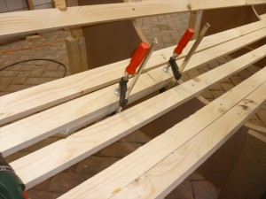 Connecting battens at the back