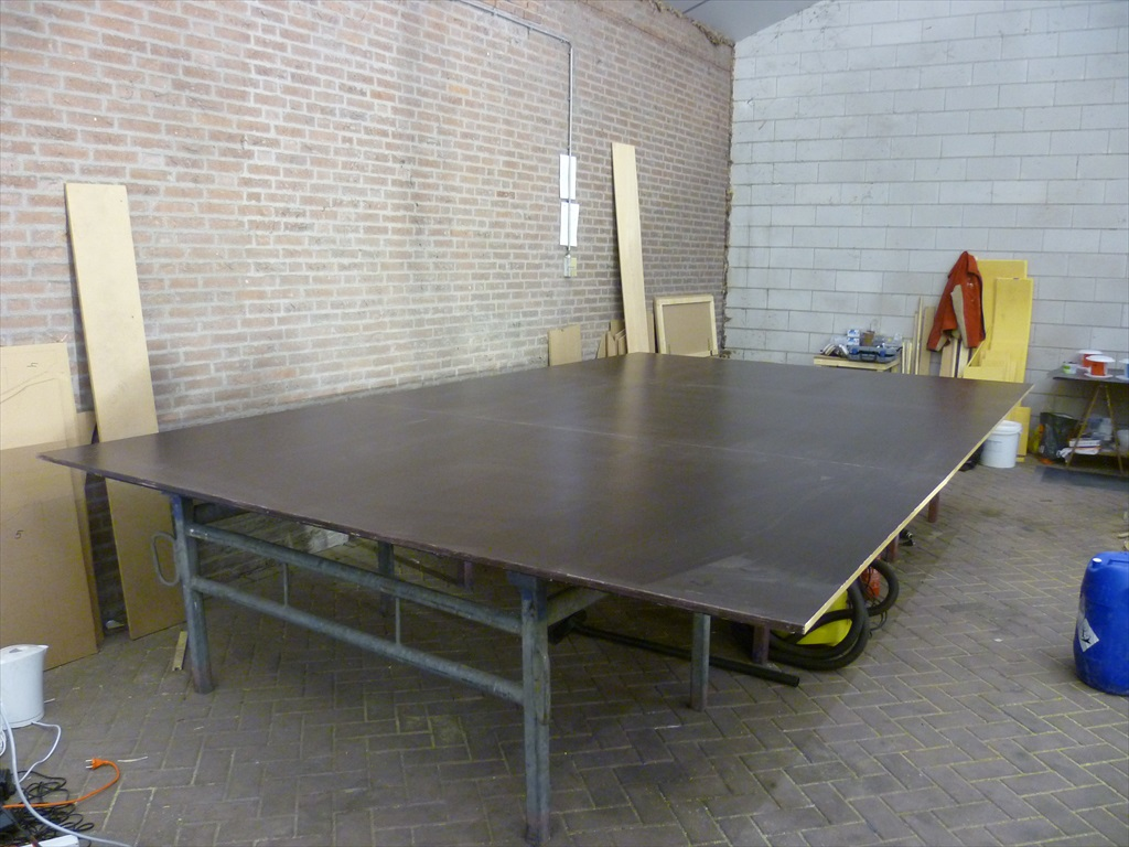 Vacuum infusion table to make flat pannels
