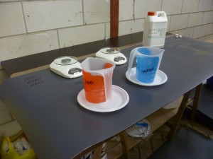 Mixing table to measure out hars and hardner